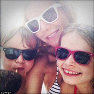 Gwyneth & kids selfie
